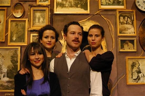 Volodia Serre et ses trois soeurs<br />